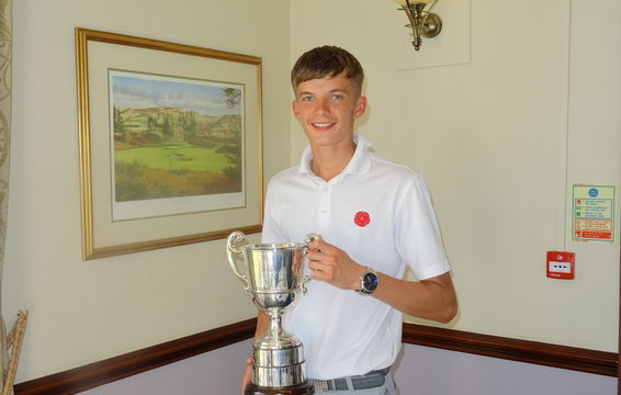 Luke Kelly with the John Todd Trophy Best Individual Score at Northern Boys Championships